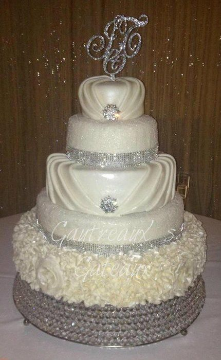 bling wedding cake designs 25 best ideas about bling wedding cakes on 11925