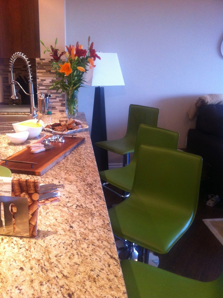 Yefsi's Ktichen Bar... ready for a Cooking Class Dinner Party!