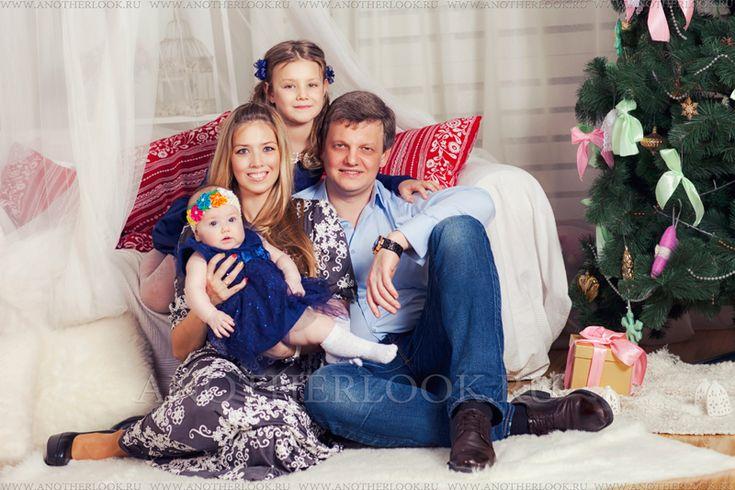Картинки по запросу новогодняя семейная фотосессия в студии