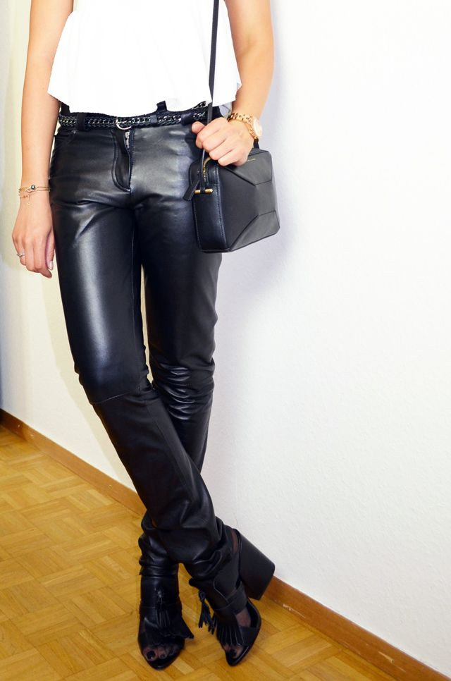 #mercredie #fashion #blog #inspiration #look #outfit #mode #cuir #legging #tregging #leather #pantalon #cuiropolis #carlyn #verazzano #montre #watch #marc #by #marc #jacobs #pink #gold #skinny #slim #mules #zara #platform #shoes #alex #bag #hands #zara #white #top #spaghetti