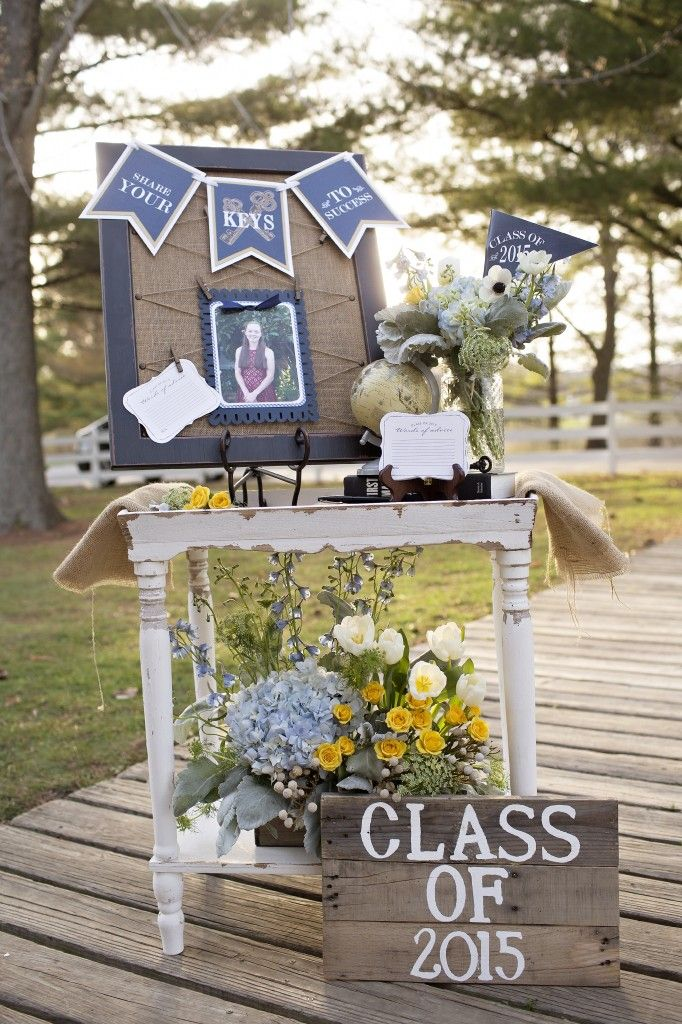 graduation party display table with advice card