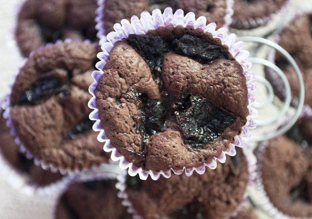 kizikuki: Noworoczne babeczki brownies z suszonymi śliwkami