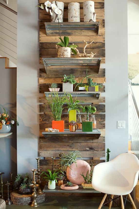 Palette plant wall