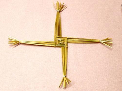DIY Brigid's Crosses DIY Weaving DIY CraftS