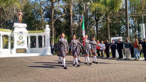 Encabeza presidente municipal Reené Huerta, ceremonia del natalicio de don Benito Juárez García - http://www.esnoticiaveracruz.com/encabeza-presidente-municipal-reene-huerta-ceremonia-del-natalicio-de-don-benito-juarez-garcia/
