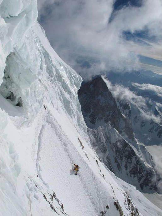 K2,bottleneck traverse, around 8300 metres