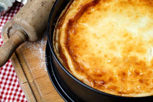 Préparation:  1. Préchauffez le four à 200°. 2. Faites précuire la pâte feuilletée recouverte de papier sulfurisé et de billes de cuisson. 3. Dans une casserole, mélangez la Maïzena, le sucre…