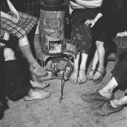 1944 - 1945. Amsterdam family gathered around a wood/coal stove during the hungerwinter. More than 20,000 people lost their lives in Amsterdam and the western part of the Netherland during the winter of 1944-1945. Photo Ad Windig. #amsterdam #worldwar2 #hongerwinter
