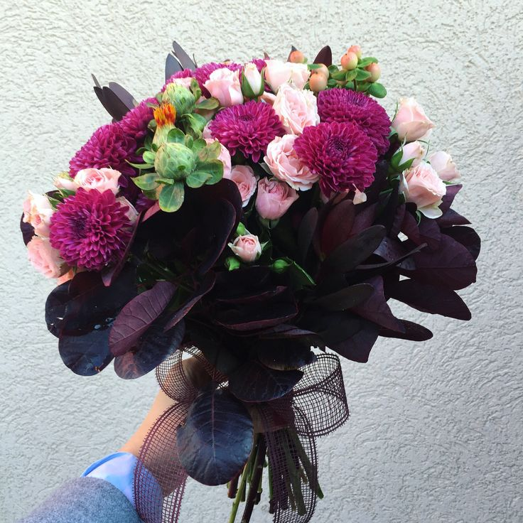 Wedding bouquet #burgundy #flowers