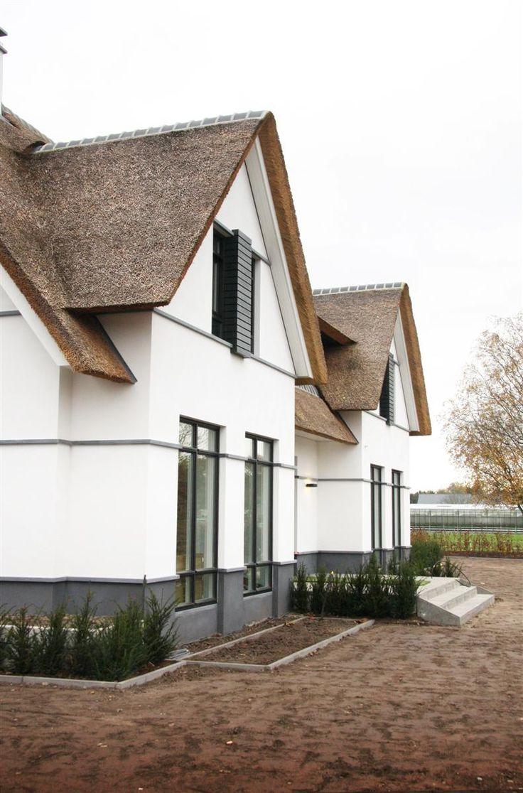 Witte Villa met Rieten Dak   Arend Groenewegen Architect BNA
