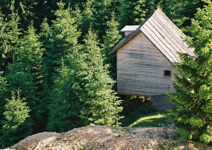 http://cabinporn.com/post/64708817324/summer-cabin-in-the-carpathian-mountains-near