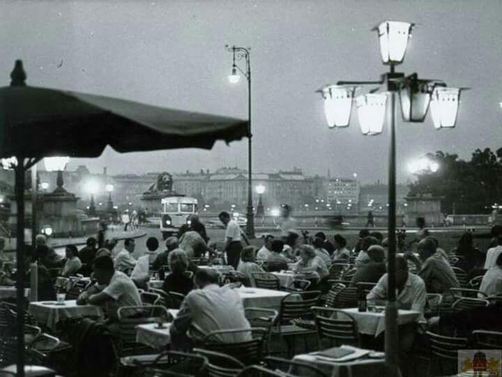 1960. A Lánchíd presszó terasza