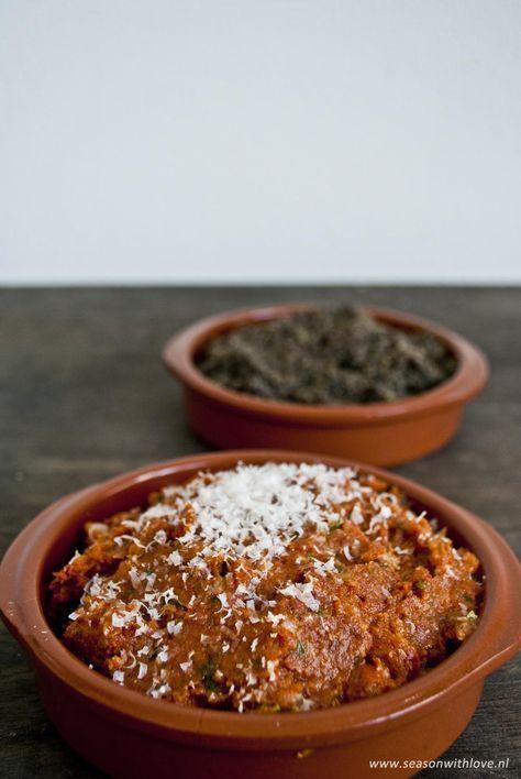Tomaten tapenade & Olijven tapenade zijn heerlijk bij een borrel met wat goed brood. Je kunt het ook lekker verwerken in andere gerechten!