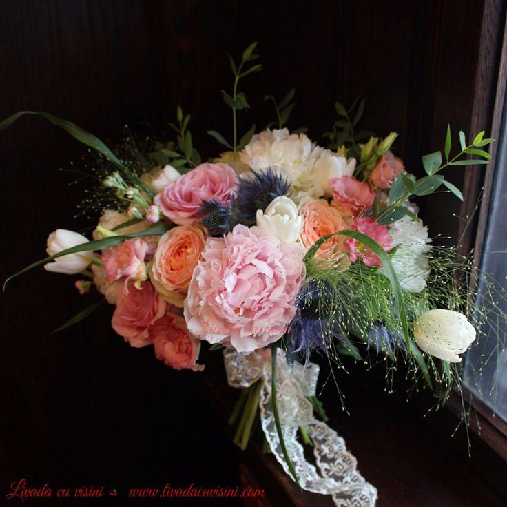 #buchet #nunta #mireasa #flori #bujori #lacramioare #margaritar #bride #bouquet #madewithjoy #paulamoldovan #livadacuvisini #wedding #flowers #weddingflowers #idoflowers #shesaydyes #sayitwithflowers #peonies #peony #handtied #elegant