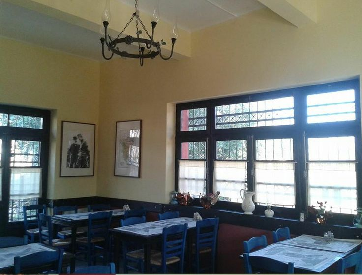 Η παλαιά Αίθουσα Αναμονής του Σ.Σ της Βυρώνειας Σερρών, μετατράπηκε σ' ένα παραδοσιακό καφέ - μεζεδοπωλείο..