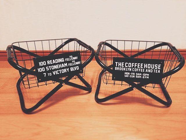 100円ショップダイソーで売っている小さなパイプ椅子を使って、インダストリアルなかっこよさのある収納ボックス「ラックスタンド」をDIYしませんか?作り方はとても簡単で、100円ショップで手に入るグッズを組み合わせるだけ。材料費は300円程度で、しかも制作時間も数分とあっという間!置くだけでお部屋がおしゃれに、かっこよく見えるので、ぜひ取り入れたいアイテムです。ラックスタンドの作り方をご紹介します。