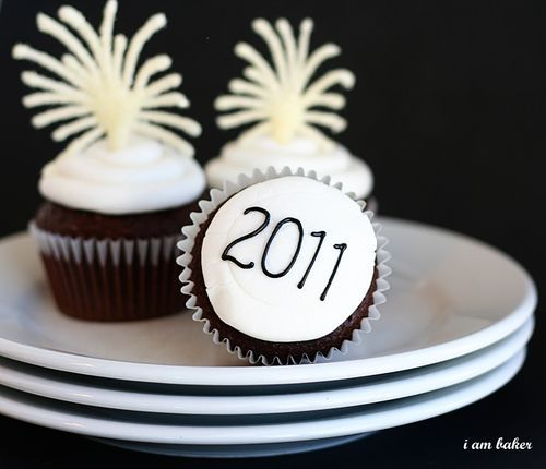 Firework new year cupcakes - could be really fun to make these!  I want to cater for Sarah and the boys this year.  :)