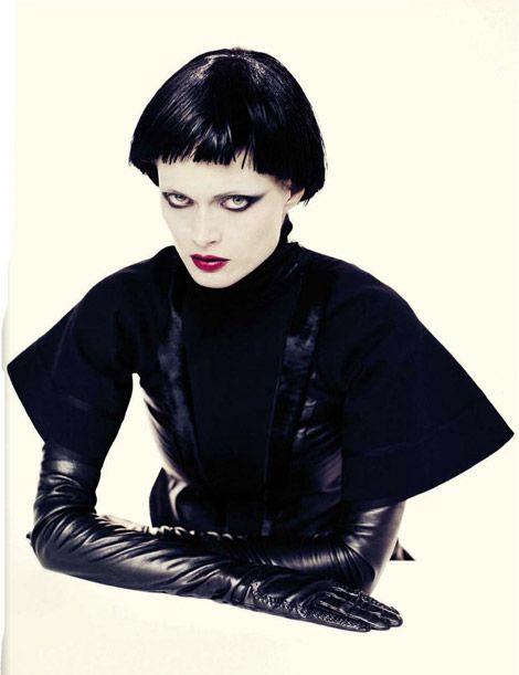 Glove Fashion: Malgosia Bela in Givenchy Leather Opera Gloves. Vogue Italia, 11.2012.