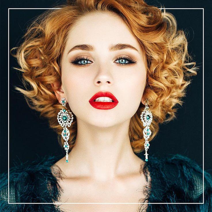 Inspiration inför nyårsafton. Glammig look med röda läppar och lockigt hår 💃🏼🍾👄 #nyårsafton #glam #inspiration