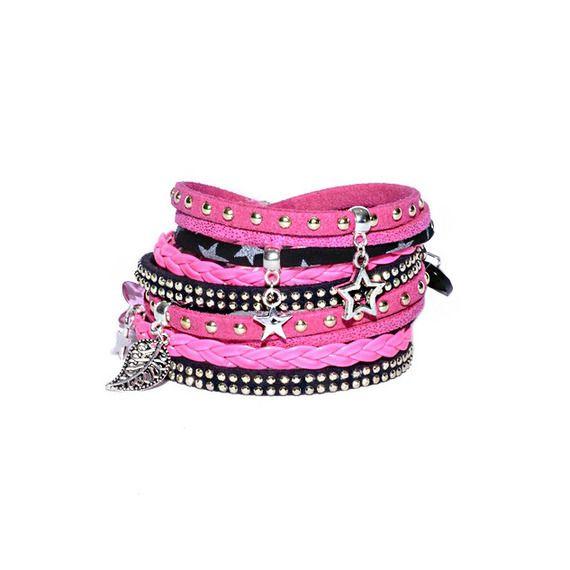 Bracelet multi-liens double tour - Véritable Liberty - pour femme Matériaux utilisés: Coton, Suédine Double bracelet/manchette Girly composé de 2x5 rangs (2 tours de poignets) : — 1 ruban de suédine daim noir « clouté doré ». — 1 tresse 3 brins en simili...