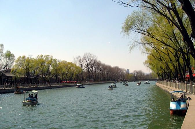 4-Hour Private Beijing Walking Tour At Nanluoguxiang Hutong This Hutong walking tour provides you an ideal insight into the lives of local Beijing people. Take a taxi or public transportation (at your own expense)from your hotel to Nanluoguxiang with the guide's assistance. Begin your exploration of the old Beijing area from there. The walking route is: Nanluoguxiang Hutong – The Drum Tower – Yandaixiejie Hutong – The Silver Ingot Bridge – Qianhai...