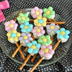 Edible Flowers by back4seconds. I think this could be such a cute lunchbox treat!