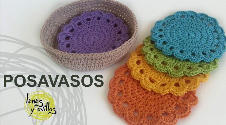 http://www.lanasyovillos.com Tutorial de cómo hacer unos sencillos posavasos paso a paso en español, tejidos a crochet. Encuentra este patrón y muchos más en...