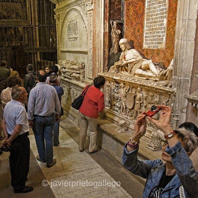 """www.siempredepaso.es photo: """"El Doncel o el placer de una eterna lectura. #Siguenza #travel #viajes #viajar #siempredepaso #fotografía #streetphography #arte"""""""