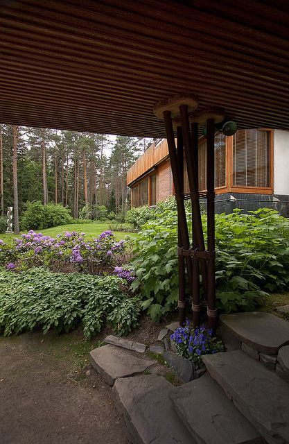 Puutarhaideoita: Luonnonkivi, pensaat. Villa Mairea
