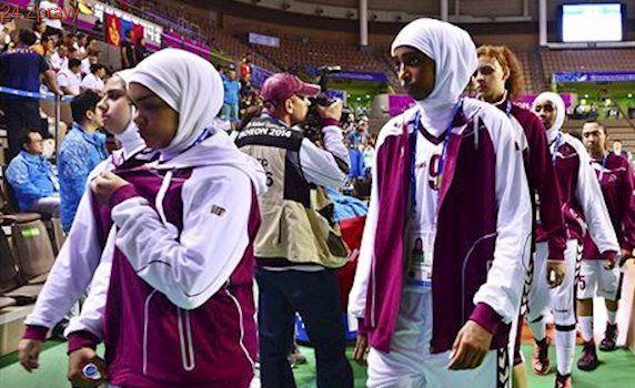 Turbany a hidžáby na palubovce. FIBA po 20 letech povolila pokrývky hlavy