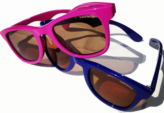 Carrera 6000 – designul atemporal, cu semnatura pregnanta a brandului este un clasic al ochelarilor de soare. Colectia include acest model intr-o paleta de culori disponibila sa ii mentina titulatura de clasic.