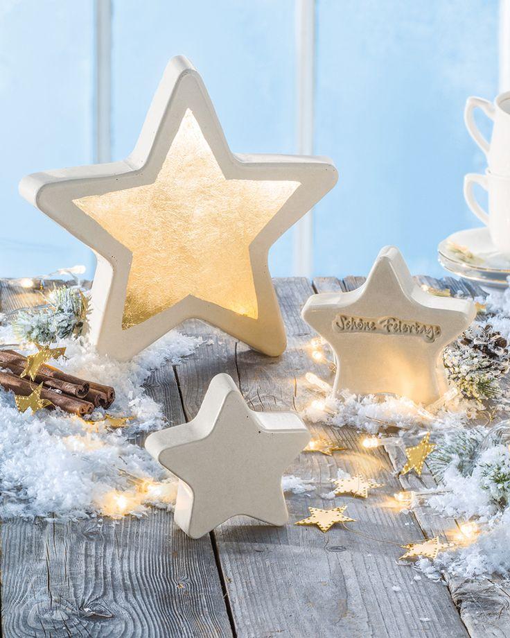 """Sterne aus Beton (Idee mit Anleitung – Klick auf """"Besuchen""""!) - Dekorative Sterne können aus Beton gegossen werden. Und eine goldene Sternfolie lässt den Betonstern besonders edel aussehen!"""