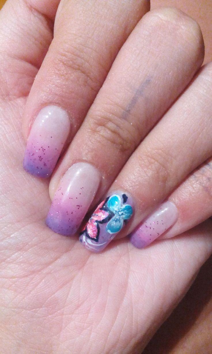 Ricostruzione unghie in gel sfumato viola-rosa con decoro in micropittura!