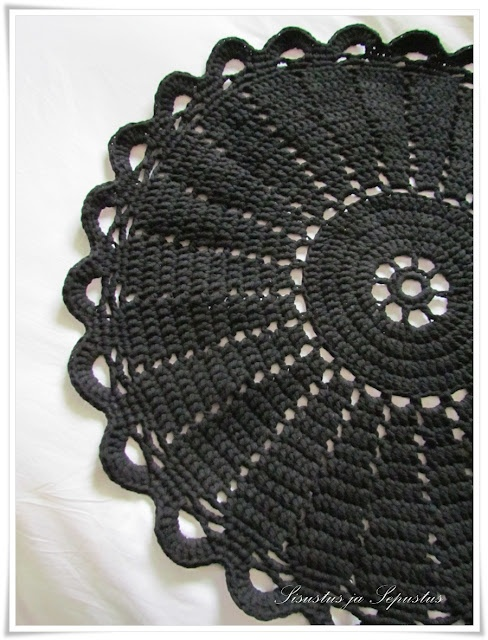 crocheted rug - Pattern in Finnish