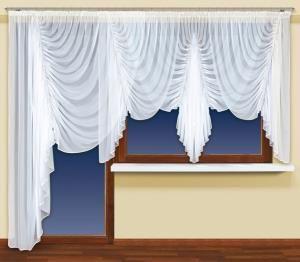 Marszczenia są w modzie!  Najlepszym tego przykładem jest prezentowana w tym miejscu śliczna firanka z woalu, którą możesz mieć także i w swoim domu. kasandra.com.pl Wysokość x Długość: 150x400 cm Kolor: biały  Uwagi: wszyta #taśma_marszcząca