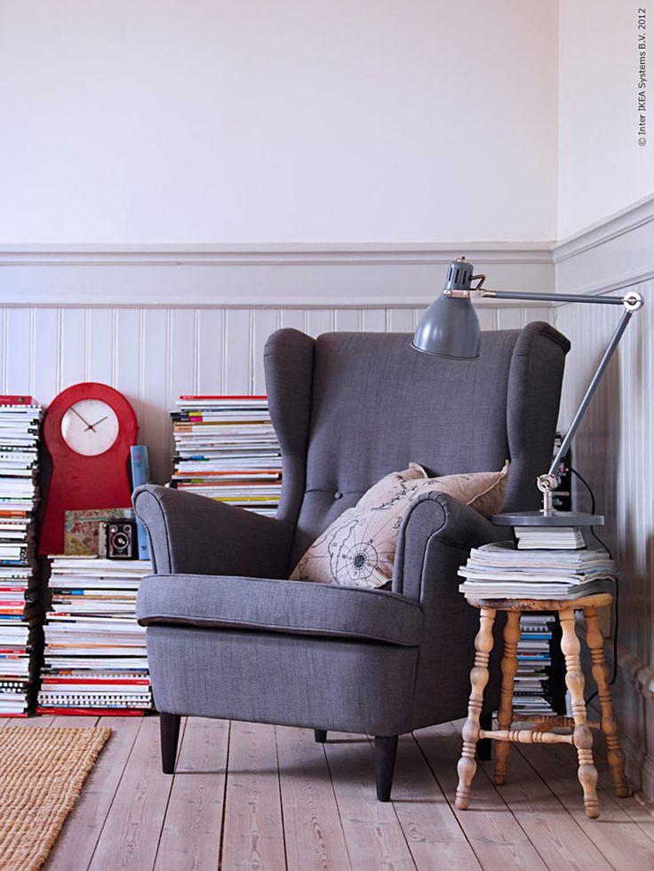 Omslaget till årets IKEA katalog pryds av Ingvar Kamprads egen favoritfåtölj MK från 50-talet. Nu är det dags för den nya öronlappsfåtöljen STRANDMON att föra traditionen vidare!