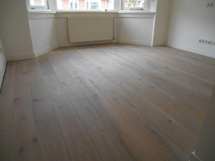 Houten vloeren Den Haag laat u een eiken houten vloer zien afgewerkt in grijs 100. Visit: http://www.baxhouthandel.com/houten-vloeren-outlets/houten-vloeren-den-haag/