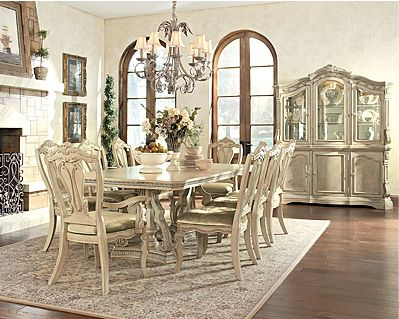 I MUST have this dining room set.