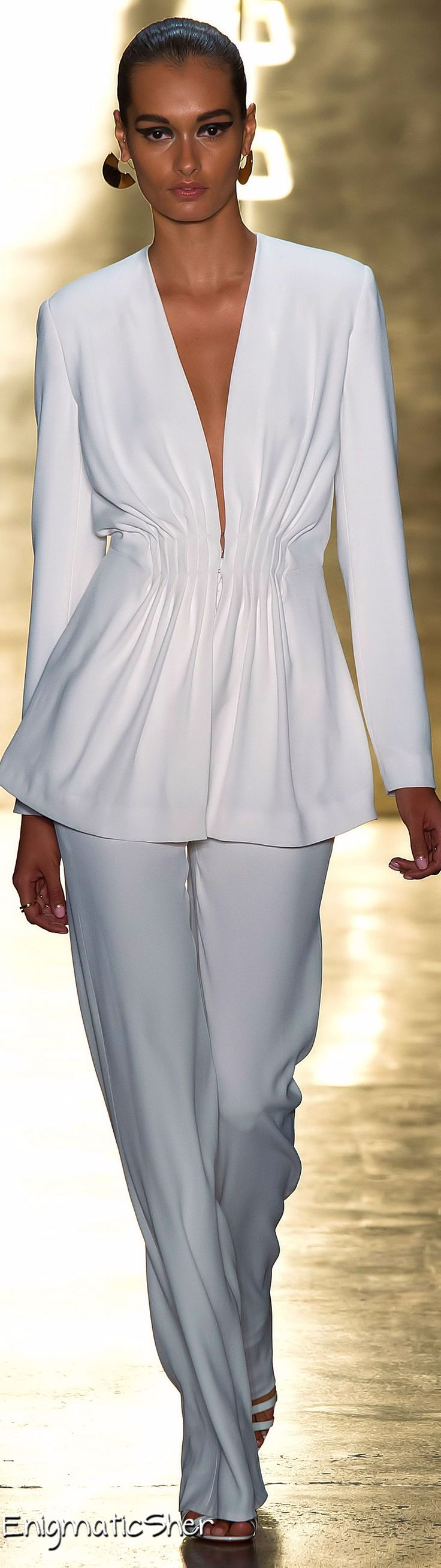 I would wear a pastel tank under.... Cushnie et Ochs Spring Summer 2015 Ready-To-Wear