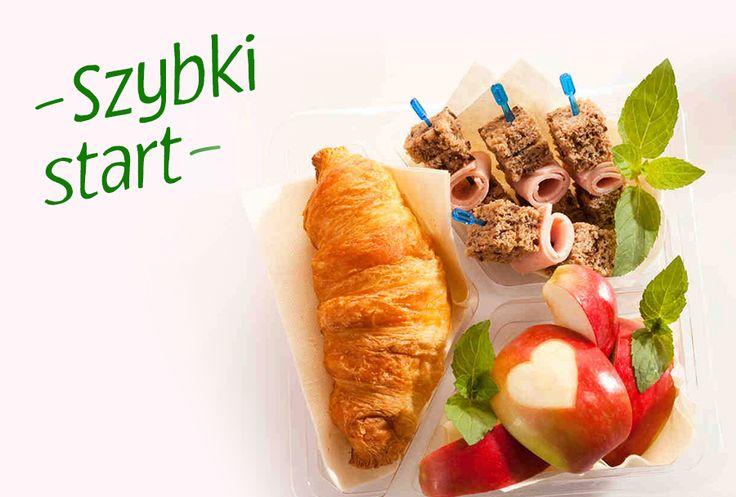 Zestaw śniadaniowy z rogalikiem. #rogal #jablko #wedlina #sniadanie
