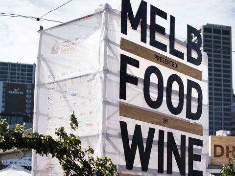 MELBOURN FOOD AND WINE FESTIVAL: En marzo de cada año, el Festival gastronómico y del vino de Melbourne revela su programa con más de 200 eventos de talla mundial. Sin duda, es una expresión del amor de Melbourne por la comida y el vino que captura la atención de cientos de miles de amantes de la buena gastronomía. El prestigio del festival atrae a grandes personalidades del mundo culinario.