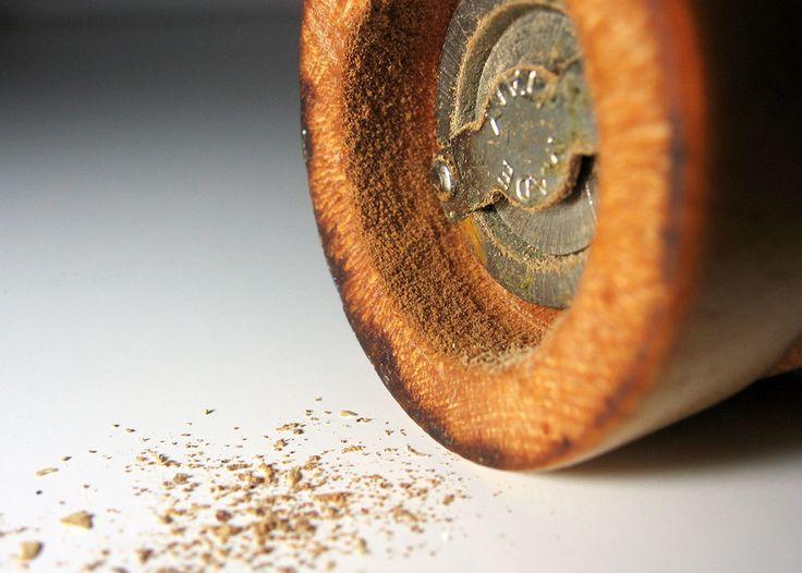 Cómo limpiar el molinillo de pimienta  http://es.pinterest.com/jferna35/trucos-e-ideas-para-la-cocina/
