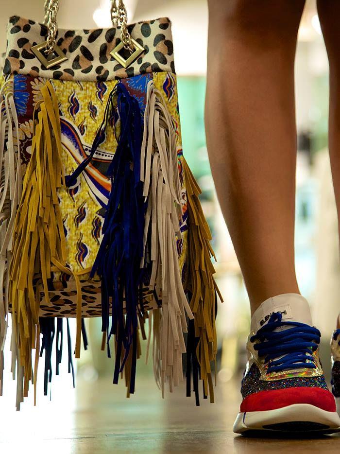 Scopri l'album e i brand sul suo blog >> http://bit.ly/1IJuevG  Secchiello con frange >> http://www.marsilistore.it/secchiello-multifantasia-e-frange-color.html Sneakers >> http://www.marsilistore.it/sneakers-allacciata-in-glitter.html #Iloveonlineshopping