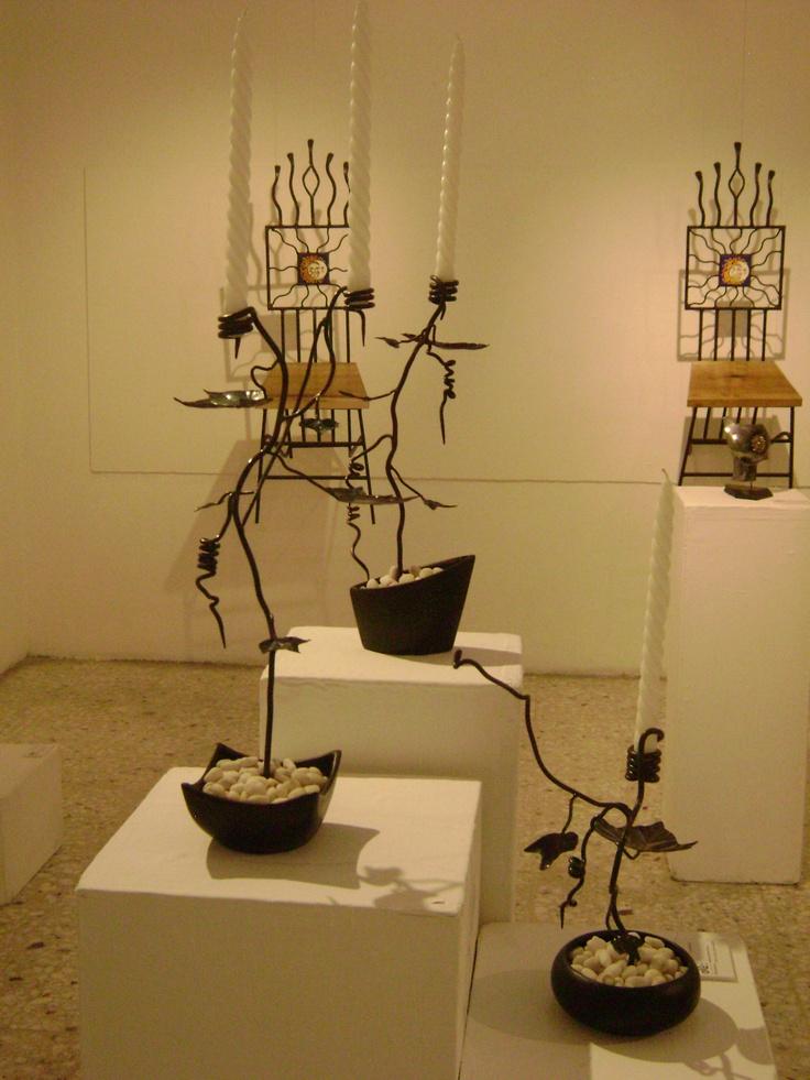 Nacimiento candelabros hierro forjado en el taller for Ganchos para percheros de hierro