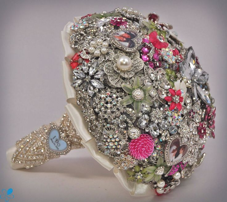 wedding bouquets with bling 101 best images about blinged out bridal bouquets 8537