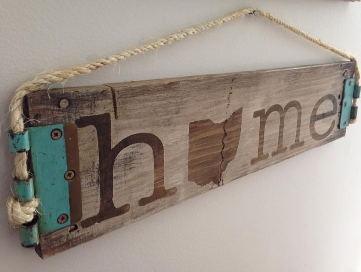 Rustic Home State Sign - Pallet wood, rope and old hinges come together to make this home sign unique and the hinges give it a fun pop of color.[media_id:29282�