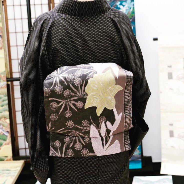 今で珍しくなった経錦の袋帯をコーディネート。存在感のあらお太鼓姿です。  #となみ織物 #着物コーディネート #kimono #kyoto #着姿 #袋帯 #経錦 #漢錦