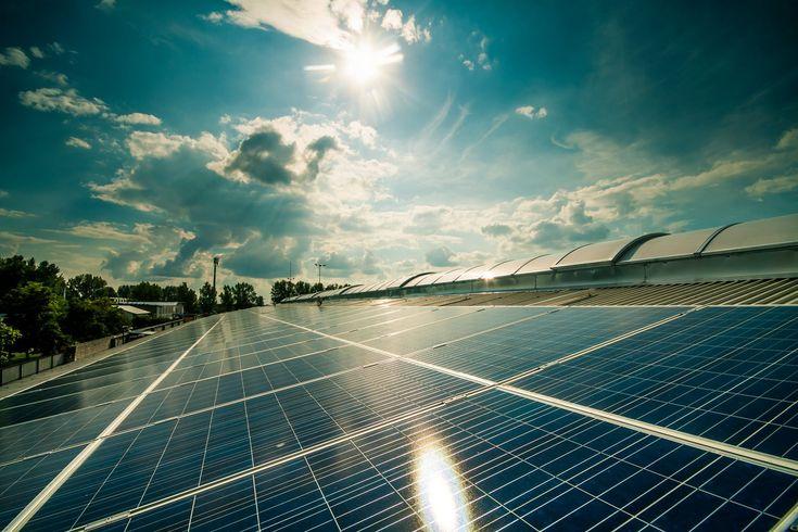 Csarnok tető - egyedi gépészet / Roof with solar panels