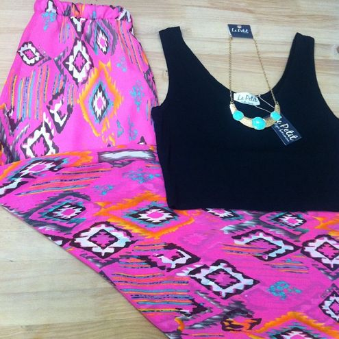 Maxi faldas $45.000 Crop top $18.000 Collar $9.000 Recuerda en Le Petit pocas unidades disponibles  #lepetitfashion #chic #fashion #pink