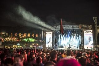 Bestival, a four-day music festival held at the Robin Hill country park on the Isle of Wight, England. View to a music stage over the heads of a huge crowd. At night, with bright coloured lights and performance floodlights. Image Credit: Andrew Pickett Indie band Radiohead were recently revealed as one of the headliners of Britain's most-famous musical festival, Glastonbury. Tickets for Glastonbury sell out extremely quickly, but Britain hosts hundreds of music festivals all year round, ...